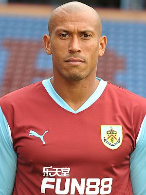 1011-burnley-chris-iwelumo-00-300x400