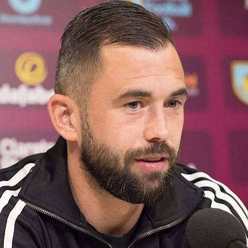 1718 burnley steven defour 01 500x500