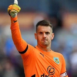 1718 burnley tom heaton 01 500x500