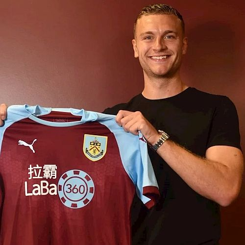 1819 burnley ben gibson signs 1 500x500