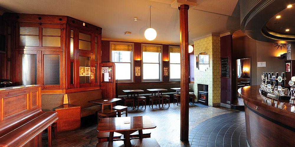 huddersfield sportsman pub